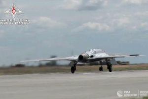 Siêu UAV tàng hình Nga lần đầu tiên tung cánh