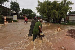 Lâm Đồng: Giúp dân chống lũ, một công an viên bị nước cuốn trôi tử vong