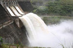 Mưa lũ gây sạt lở chân đập hồ thủy điện Đăk Kar, khẩn cấp di dời dân