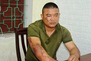 Mâu thuẫn tình cảm, người đàn ông ở Nghệ An mang 10 lít xăng sang đốt nhà