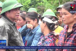 Trưởng ban Tổ chức Trung ương thăm hỏi đồng bào bị lũ quét ở bản Sa Ná