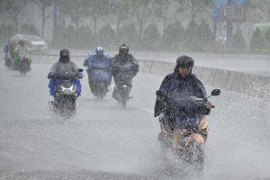 Tây Nguyên và Nam Bộ mưa rất to, đề phòng lốc, sét, Bắc Bộ - Trung Bộ nắng nóng, chiều tối mưa dông rải rác