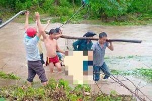 Trượt chân ngã xuống suối, bị lũ cuốn tử vong