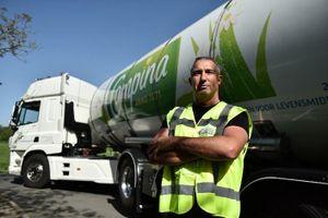 Xe bồn thu mua sữa cũng là 'cổng' kiểm soát khắt khe của Cô Gái Hà Lan