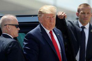 Tổng thống Trump đến thăm nạn nhân xả súng trong 'bão' biểu tình phản đối