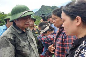 Trưởng ban Tổ chức Trung ương Phạm Minh Chính vào thăm người dân vùng tâm lũ Thanh Hóa