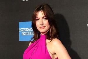 'Công chúa Hollywood' Anne Hathaway bế bụng bầu dự sự kiện