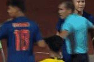 Cầu thủ U15 Thái Lan hỗn chiến với Malaysia ở chung kết AFF