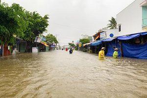 Nhiều tuyến đường ở Đảo Phú Quốc ngập sâu trong mưa lớn