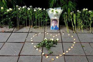 Vụ bé lớp 1 tử vong: Gateway đề nghị phụ huynh không tưởng niệm trước cổng trường
