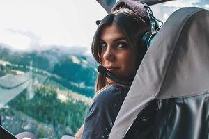 Nữ phi công gợi cảm, nổi tiếng vì quá xinh đẹp