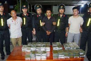 Bắt 5 đối tượng vận chuyển 120 bánh heroin từ Lào về