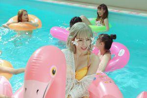 Hari Won diện bikini khoe vòng một nóng bỏng