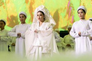Hoàng Thùy Linh tạo ấn tượng mạnh với MV Tứ Phủ
