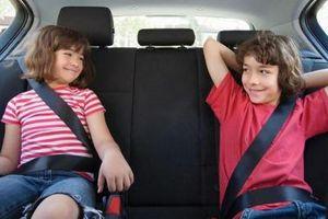 Bỏ qua những 'nguyên tắc vàng' khi có trẻ trên ô tô, nguy cơ tính mạng trẻ bị đe dọa