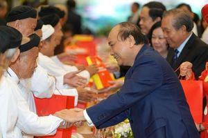 Thủ tướng Nguyễn Xuân Phúc gặp mặt chức sắc tôn giáo tiêu biểu