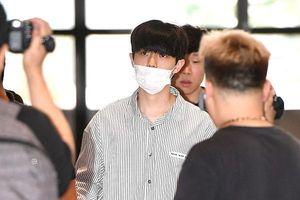 Kim Jae Hwan (Wanna One) và Winner khoe mặt mộc, Kim Jin Woo gây bão chỉ một khoảnh khắc tại sân bay