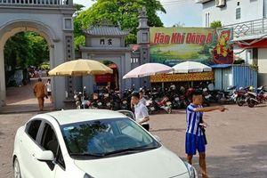 Lái xe bị 'chém' 50 nghìn khi dừng trả khách vài phút ở cửa đền Bảo Lộc