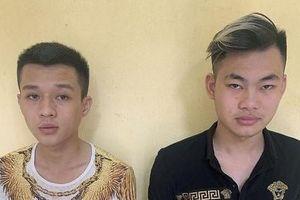 Hai thanh niên 9X ném chất bẩn vào cửa hàng để đòi nợ gây thiệt hại trăm triệu đồng