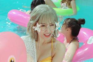 Hari Won lần hiếm hoi diện bikini khoe vòng 1 gợi cảm