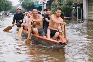 Nhiều du khách mắc kẹt vì mưa ngập lịch sử ở Phú Quốc