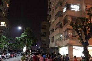 Cố mở cửa sổ, người phụ nữ rơi từ tầng 16 chung cư VOV Mễ Trì tử vong