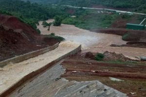 Thủy điện Đắk Kar vẫn kẹt van xả, dự kiến nổ mìn để thoát nước