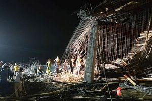Khởi tố điều tra vụ sập giàn giáo công trình xây trái phép khiến 8 người thương vong