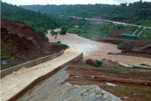Thủy điện dọa vỡ ở Đắk Nông đã mở được van xả
