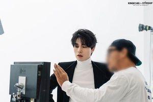 Đánh bại 101 thí sinh 'Produce X 101', Lee Dong Wook chứng minh vẻ đẹp vượt thời gian của một thần chết