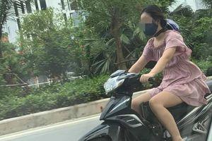Cô gái chạy xe máy có phong cách đội mũ bảo hiểm khiến cả phố ngoái nhìn