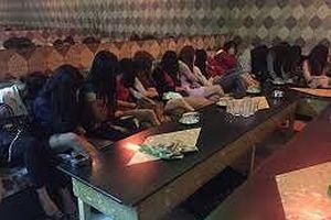 Nữ chủ quán karaoke điều hành thêm đường dây mại dâm chuyên đi khách 'ngoại'