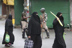 Ấn Độ đưa đồ tiếp tế đến Kashmir, Pakistan tìm đến Liên Hợp Quốc