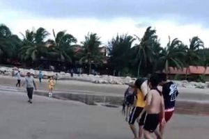 Sóng lớn cuốn chết người tắm biển ở Bình Thuận