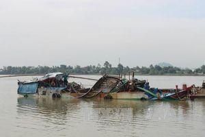 Nổ súng chỉ thiên, truy đuổi 4 tàu khai thác cát trái phép trên sông Đồng Nai