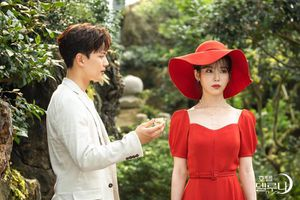 Sulli đẹp tựa nàng thơ trong phim 'Hotel Del Luna' của IU và Yeo Jin Goo