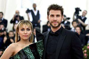 Miley Cyrus - Liam Hemsworth 'đường ai nấy đi' sau 1 năm kết hôn