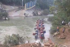 Lật bè khi đang vượt sông Bắc Vọng ở Cao Bằng, 3 người mất tích