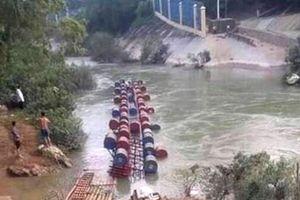 Lật cầu phao biên giới Việt Nam-Trung Quốc, ít nhất 2 người chết, 1 người mất tích