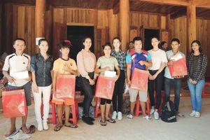 Top 3 Miss World Việt Nam vượt đường sạt lở hỗ trợ người dân gặp bão lũ