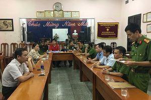 Thái Nguyên: Bắt quả tang công ty giấy xả thải 'chui' ra sông Cầu