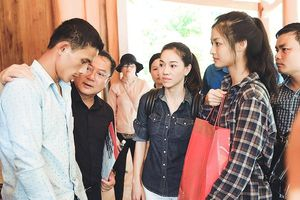 Top 3 Miss World Vietnam vượt sạt lở về Thanh Hóa hỗ trợ người dân bão lũ