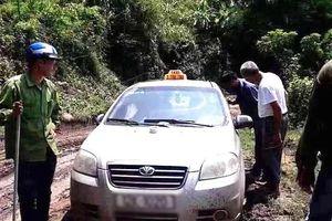 Bắt 3 đối tượng người Trung Quốc nghi giết người cướp taxi