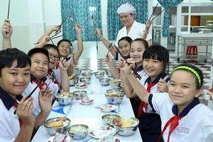 Thứ trưởng Bộ GD-ĐT: Học sinh sẽ hạnh phúc nhất khi được học ở gần nhà, gần bố mẹ