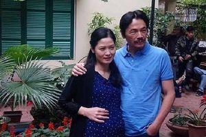 Kết phim Về nhà đi con: Ông Sơn không những 'cua' được cô Hạnh mà còn có thêm con?