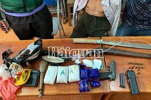 Bắt đối tượng dùng vũ khí chống trả khi đang mua bán 9.000 viên ma túy