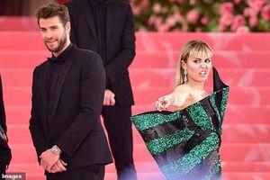 Lộ clip Miley và Liam hờ hững, chán nản, buồn khổ cạnh nhau trước ngày ly hôn