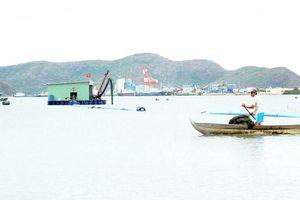Doanh nghiệp tự ý hút cát ở đầm Thị Nại