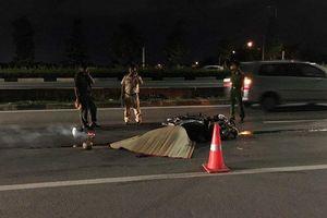 Húc đuôi xe bán tải chạy trước, thanh niên 17 tuổi tử vong giữa đường