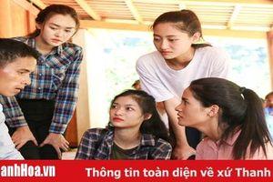 Top 3 Miss World Việt Nam hỗ trợ người dân vùng bão lũ tại Quan Sơn